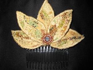 Image of Art Deco Style 3 Petal Hair Comb