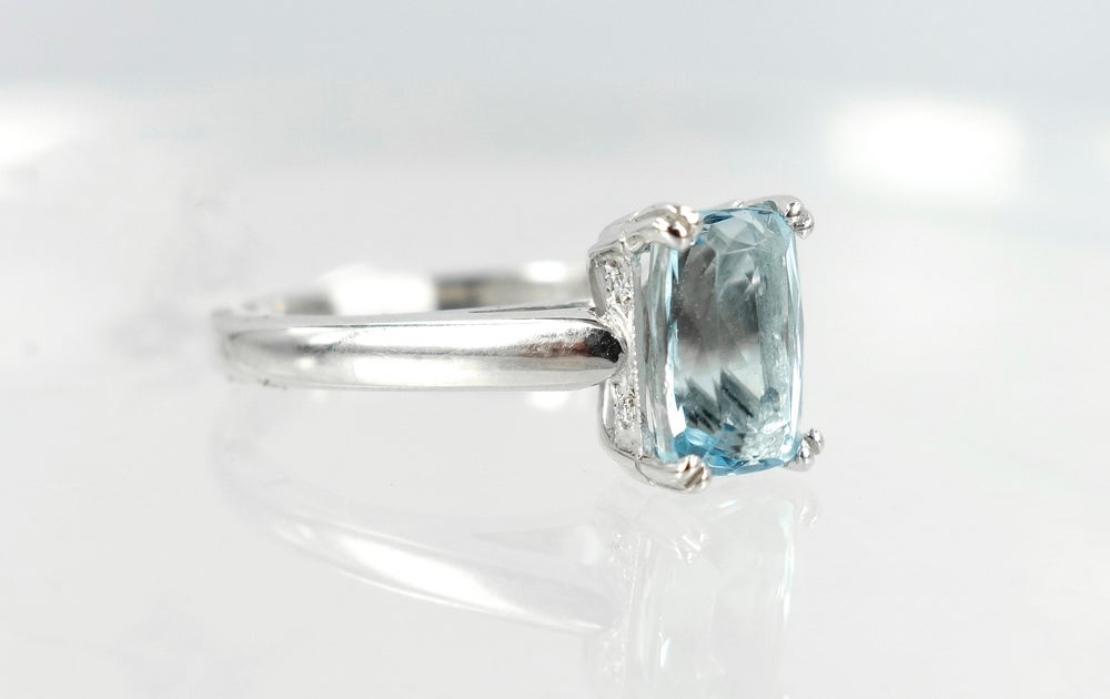 Image of 9ct white gold Aquamarine dress ring