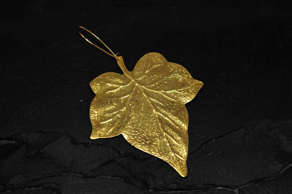Image of Big leaf earring in brass