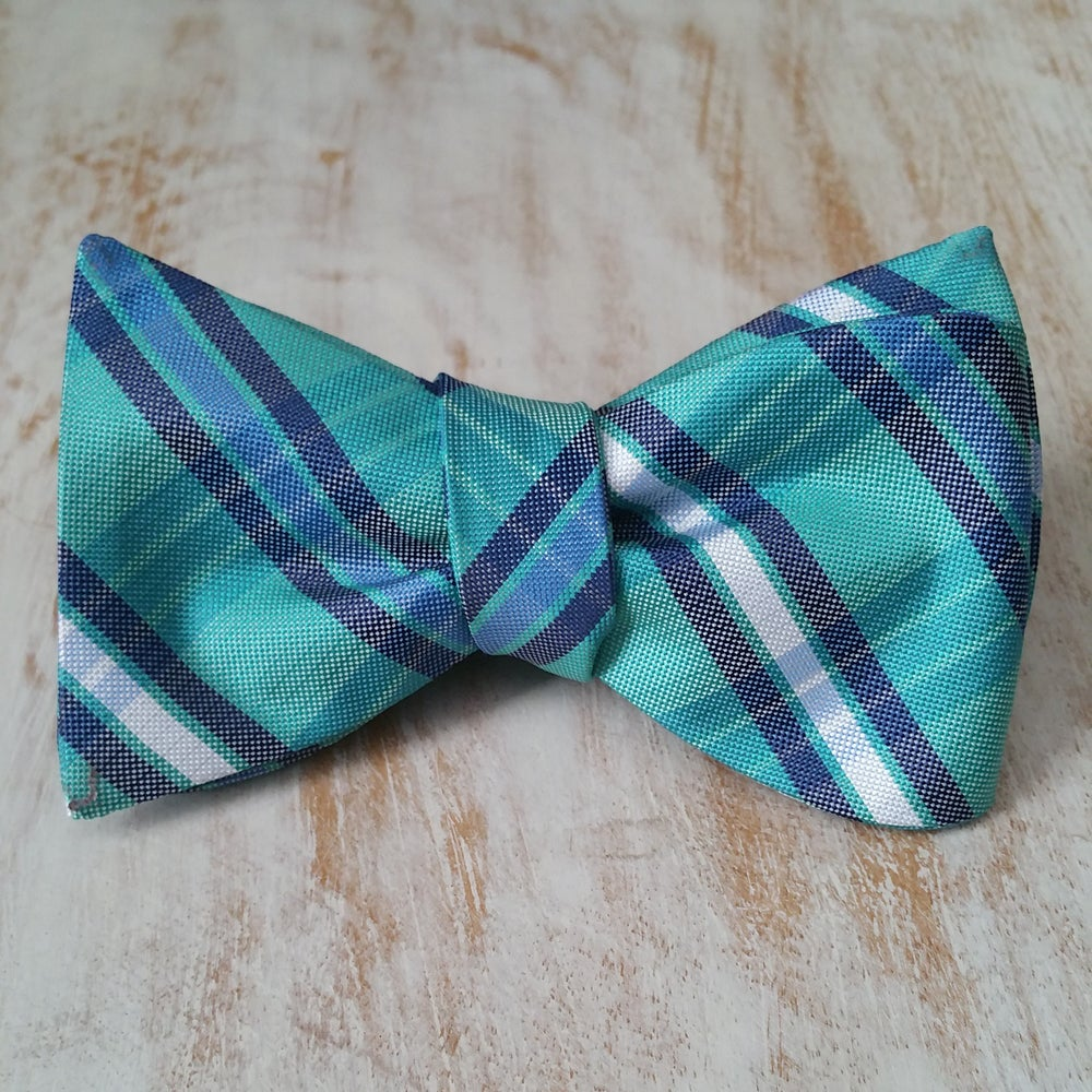 Image of MAURICE SELF BOW TIE