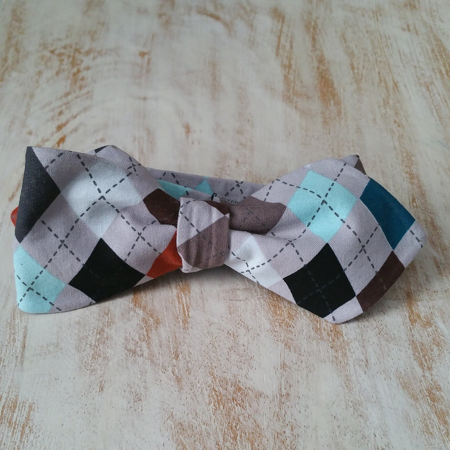 Image of PREPPY COOL BOW TIE