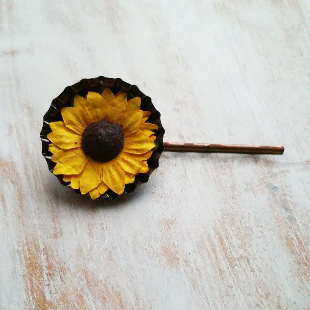 Image of SUNFLOWER LAPEL PIN