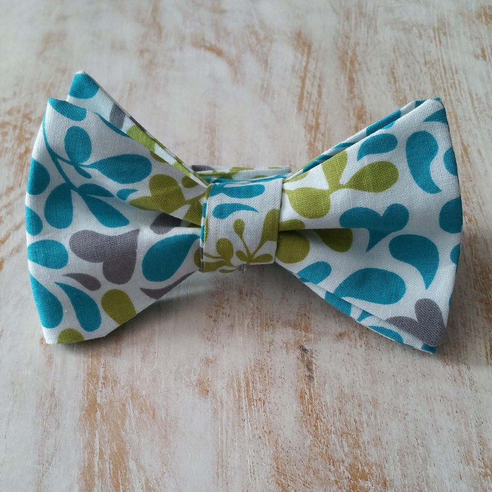 Image of THERMAL SPRING BOW TIE