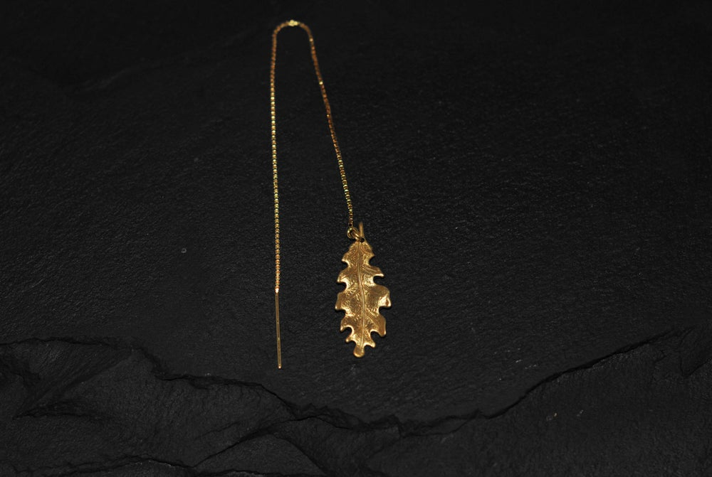 Image of Oak leaf chain thread earring in gold plated 925 silver