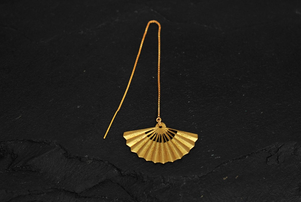Image of Feather chain thread earring in gold plated 925 silver