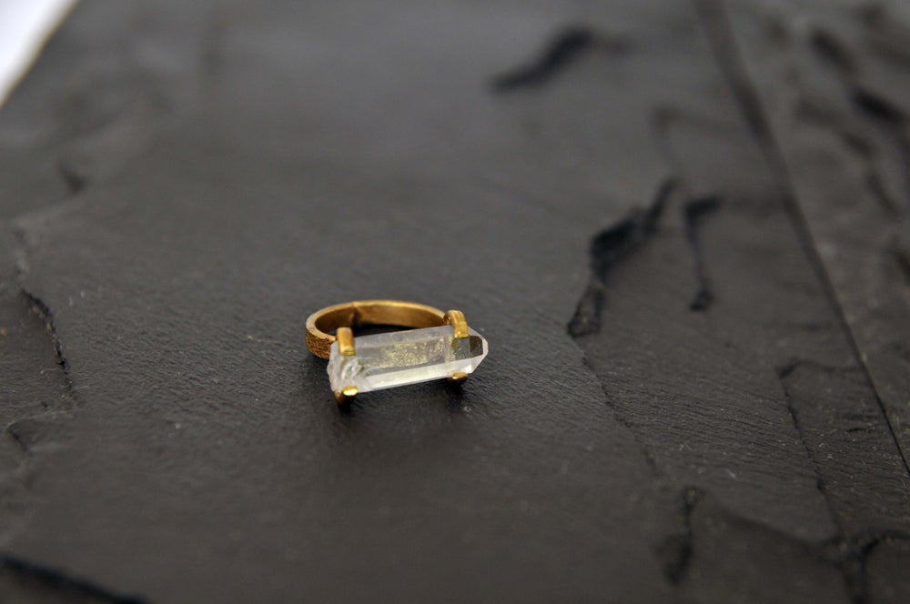 Image of Horisontal ring with crystal