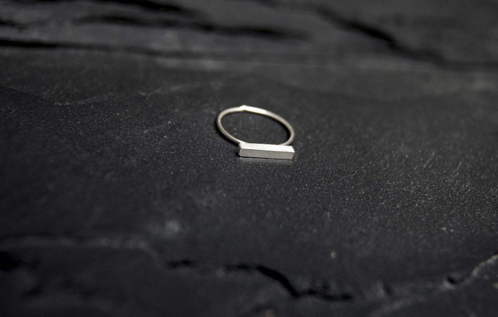 Image of Single square wand horisontal ring in 925 silver