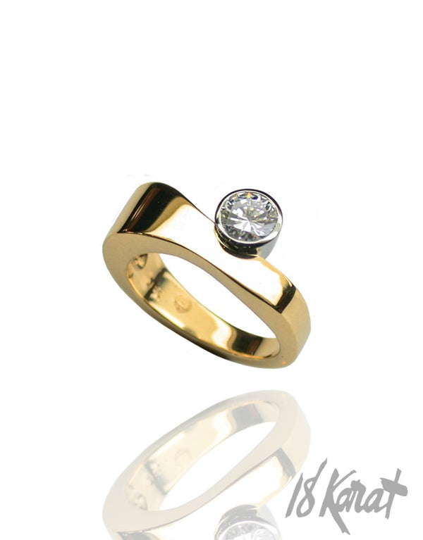 OFFSET WAVE - RING - 18Karat Studio+Gallery