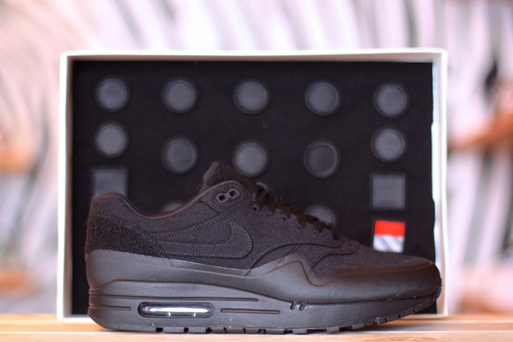 "Image of  NIKE AIR MAX 1 V SP TZ ""BLACK PATCH"" 704901 001"