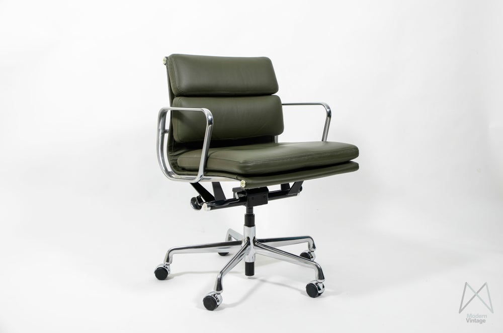 Image of Eames Soft Pad Management Chair Olive Green EA217