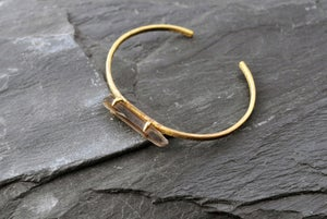 Image of Horisontal bracelet with smokey quartz in  brass