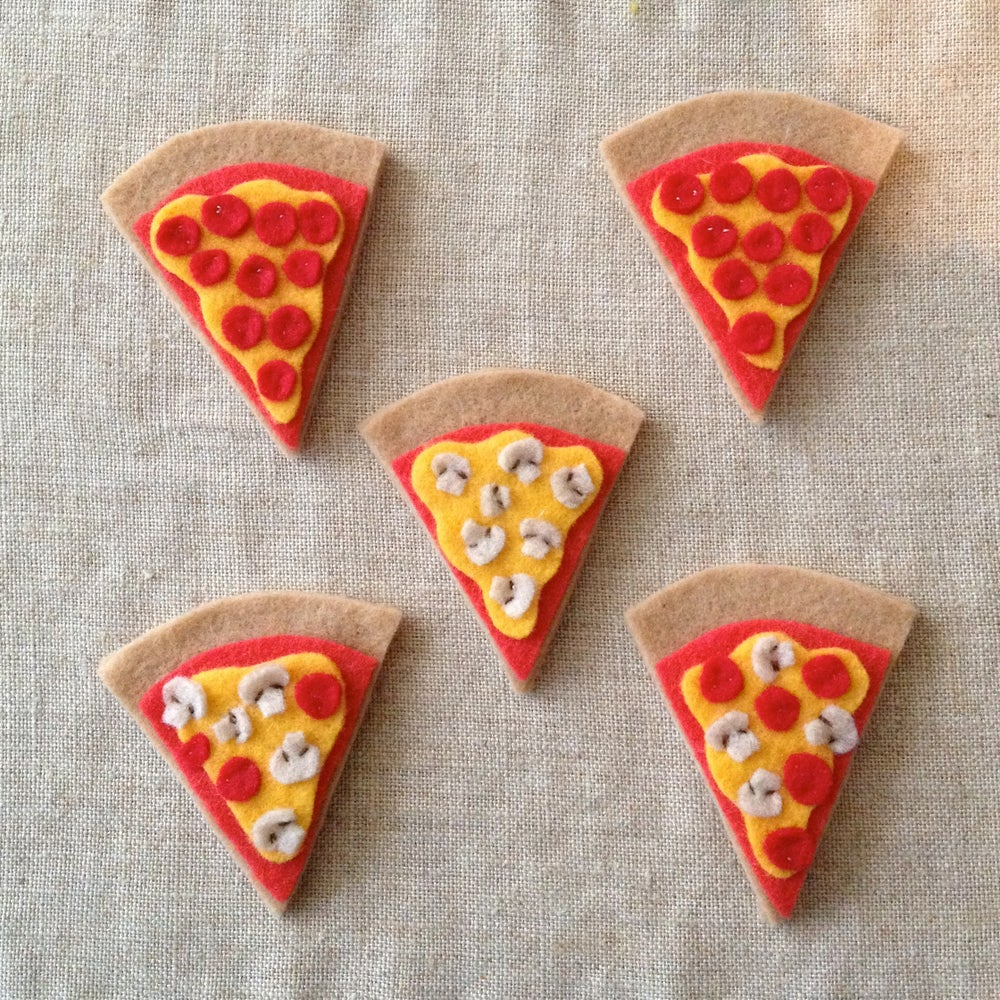 Image of pizza! (magnets, clips, and brooches)