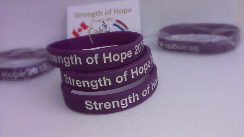 "Image of Armbandje ""Strength of Hope 2015"""