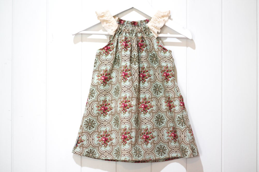 Image of Vintage Wallpaper - Flutter Sleeve Dress