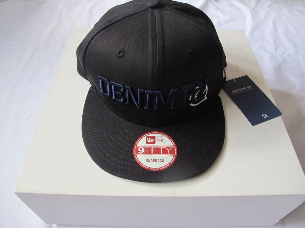 Image of DENIM BY VANQUISH & FRAGMENT - LOGO NEW ERA BaseBall Cap (Navy/Black)
