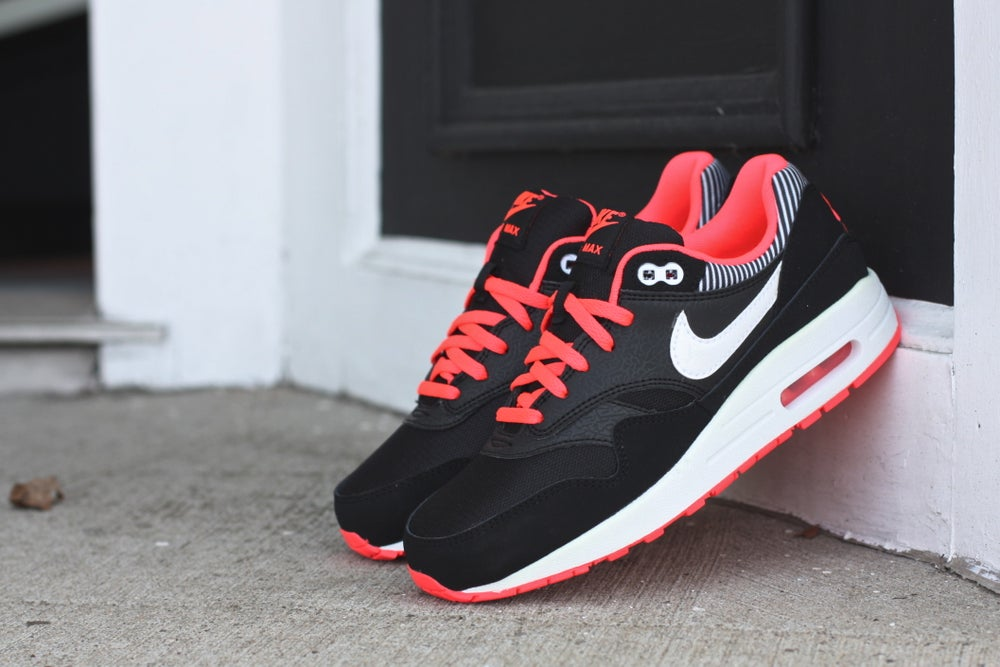 "Image of NIKE AIR MAX 1 GS ""HYPER PUNCH"" 653653 002"