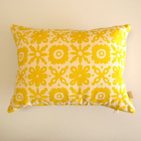 Image of Cut Flower Cushion