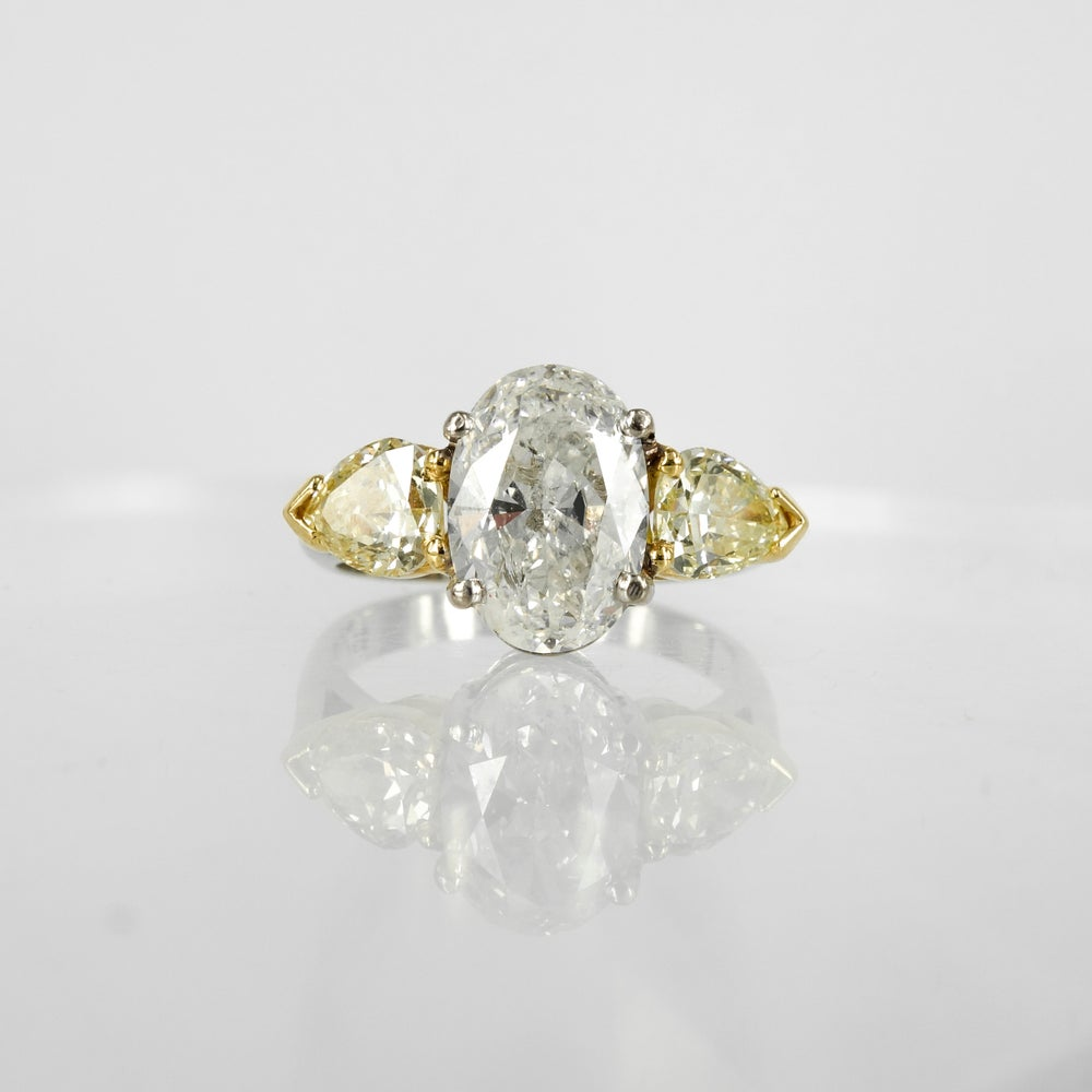 Image of 2ct oval diamond engagement ring