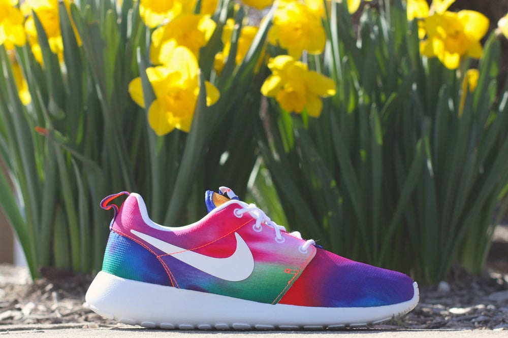 "Image of NIKE ROSHE RUN ""TIE DYE"" 655206 518"