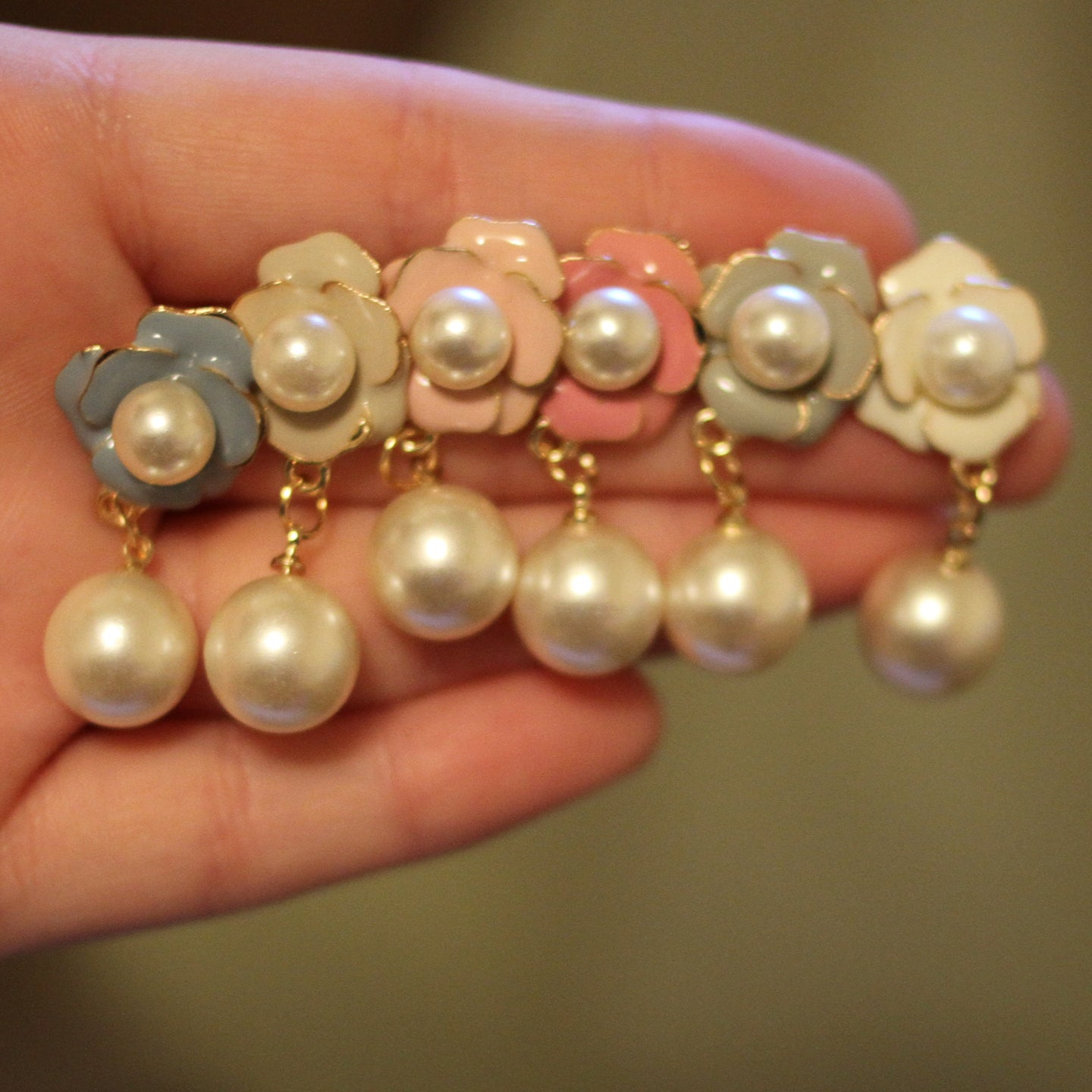 Image of Flower Pearl Dangles (Sizes 0g-1/2)