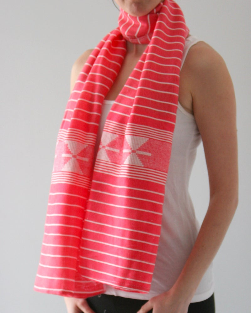 Image of Écharpe rayée blanc et rose / white and pink stripped scarf