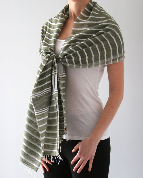 Image of Écharpe rayée blanc et vert/ white and green stripped scarf