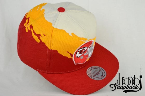 Image of KANSAS CITY CHEIFS CREAM/GOLD/RED MITCHELL & NESS SPLASH SNAPBACK CAP