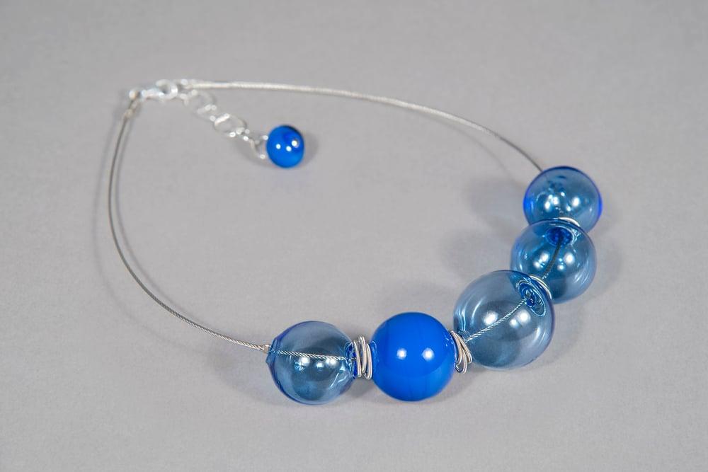 Image of collana BUBBLES in perle soffiate di vetro trasparente e coprente di Murano