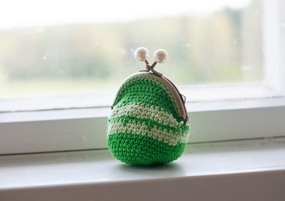 Image of Green coin purse with a metal frame