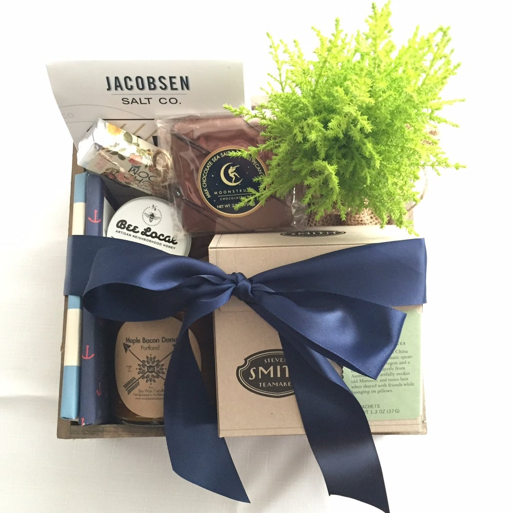 Image of GIFT BOX » FLOWERS + TREATS
