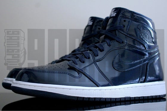 "Image of Nike AIR JORDAN 1 RETRO HIGH OG DSM ""DOVER STREET MARKET"""