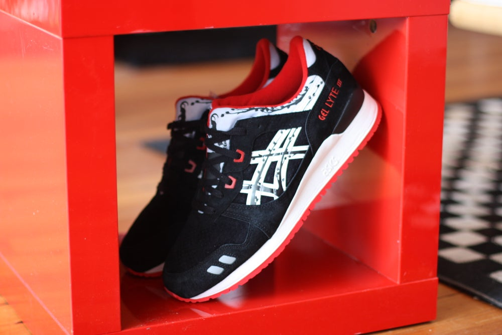 """Image of ASICS GEL LYTE 3 X TITOLO 25TH ANNIVERSARY """"PAPER CUT"""" H50VK 9001"""