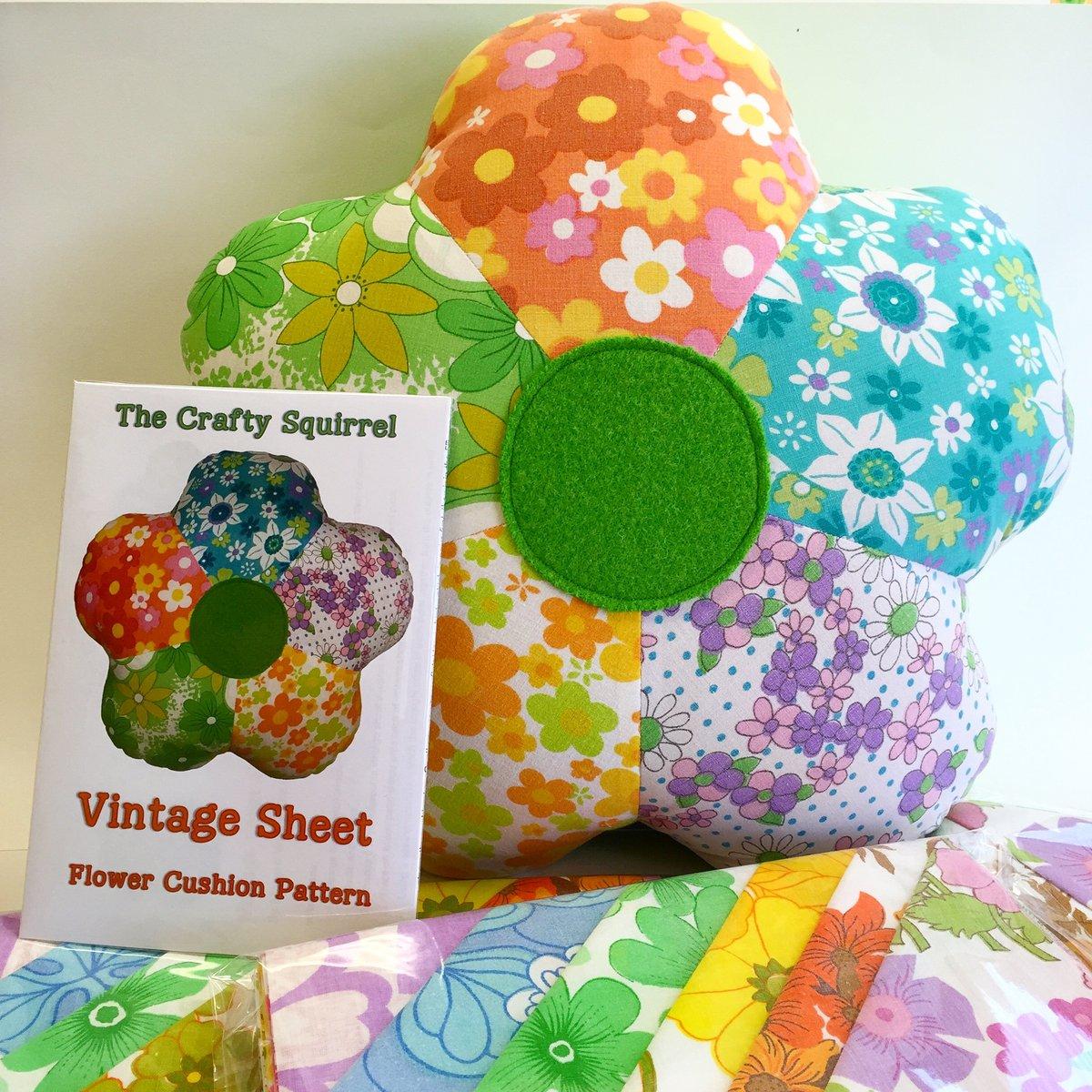 Image of Flower cushion pattern