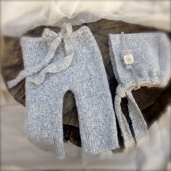 Image of Newborn Boy/Girl Light Misty Grey Knit Pant Set with Tieback