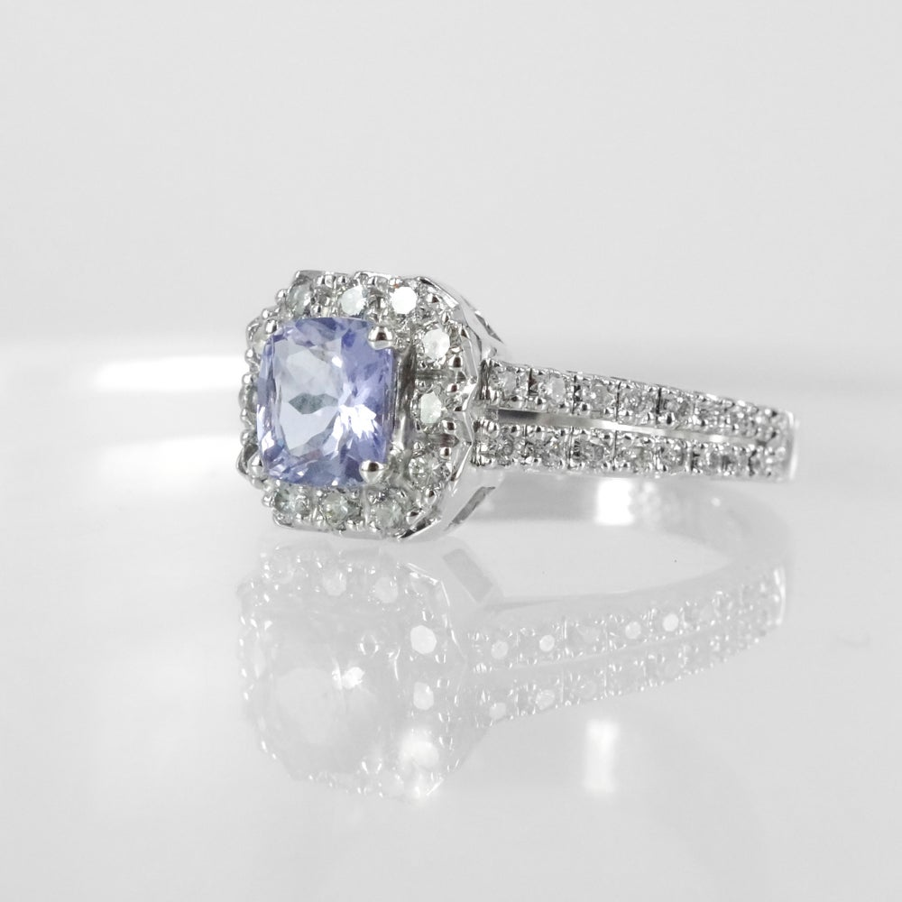 Image of PJ4683 Beautiful natural lilac sapphire