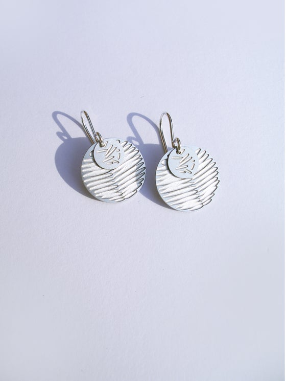 Image of MOON DOT EARRING: FROND POLLEN (ST. STEEL/ST.STEEL)
