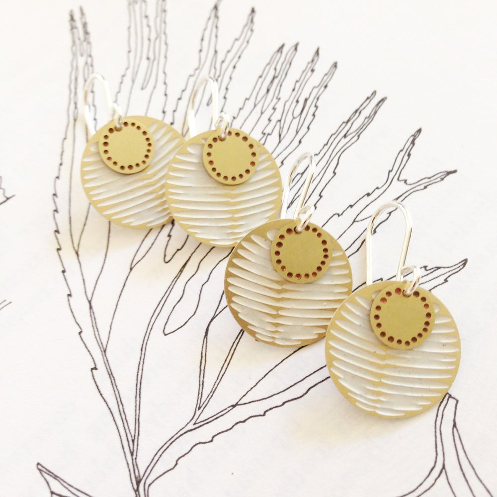 Image of MOON DOT EARRING: FROND BLOSSOM WHITE (BRASS)