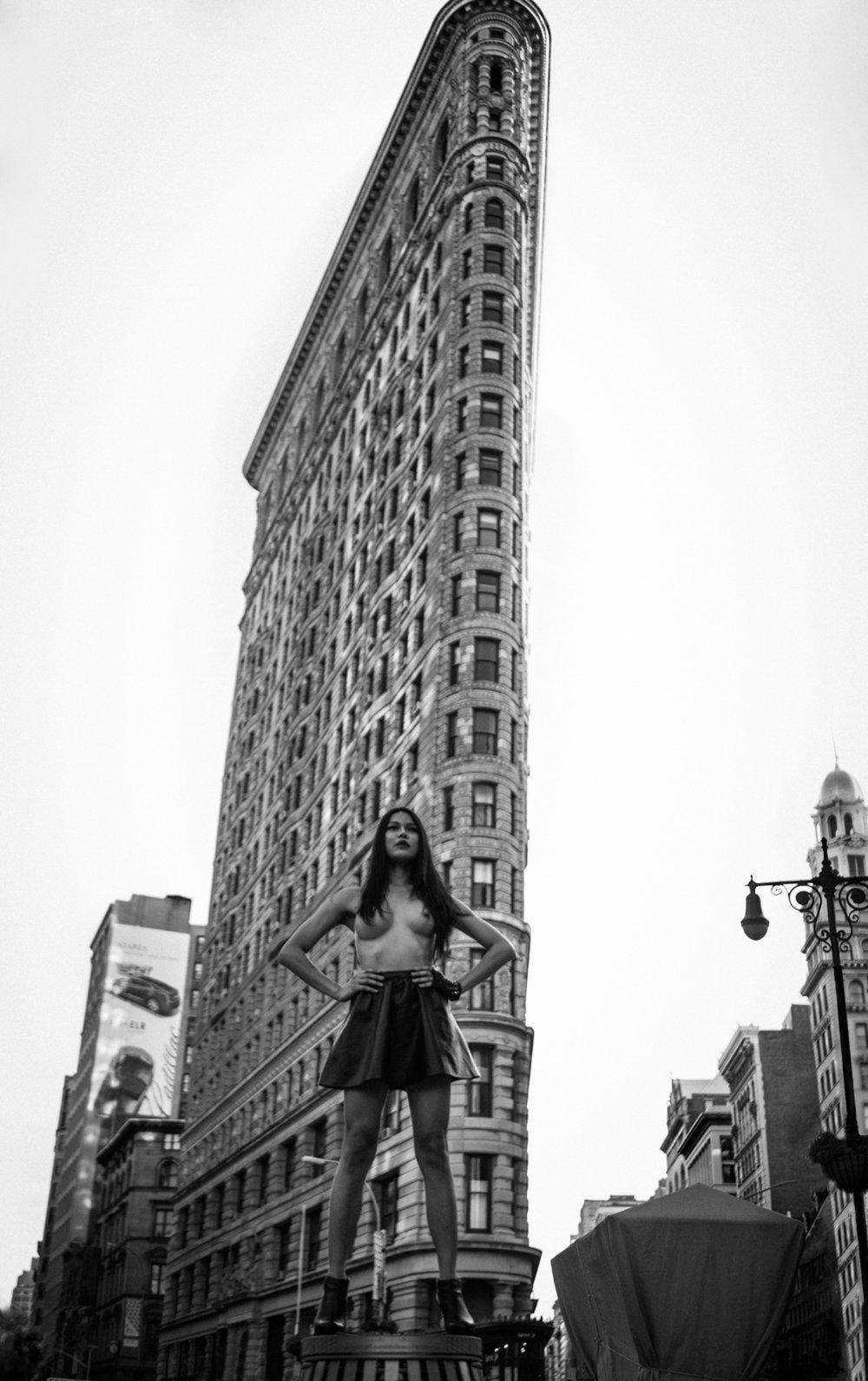 Image of Sarina Flatiron Building - NYC 2015 [SFB001-015]