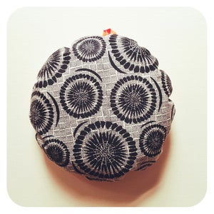"""Image of Coussin rond """"Eole"""" Noir"""