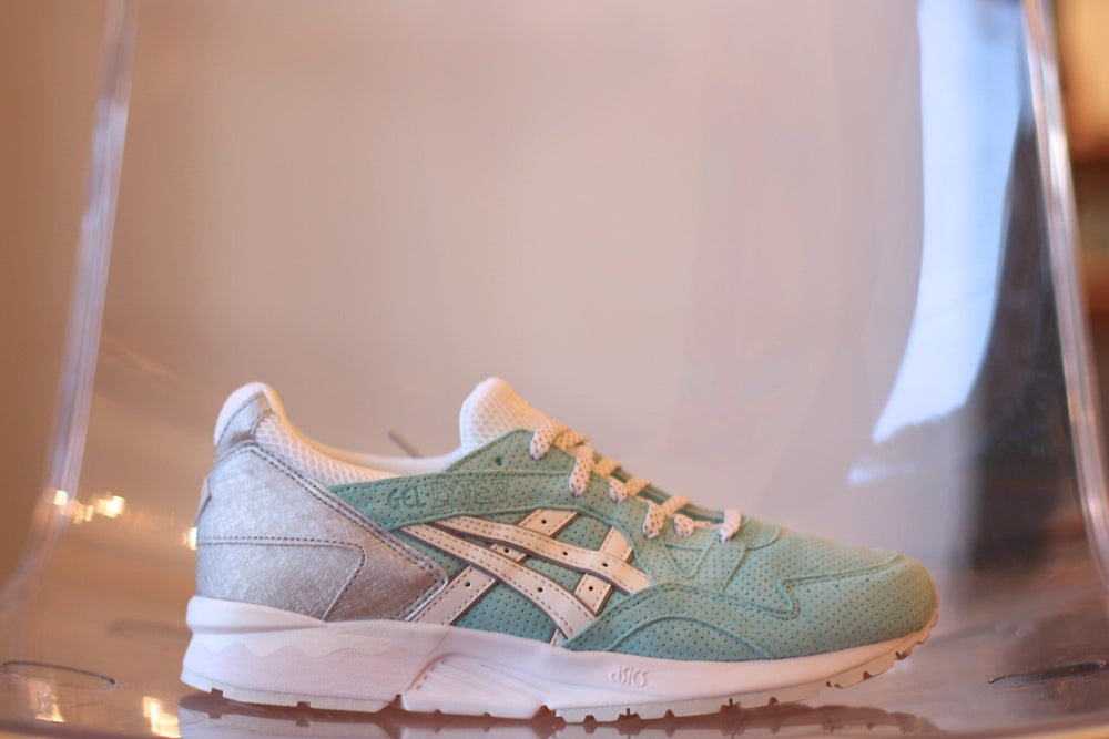 Image of ASICS GEL LYTE V X KITH X DIAMOND SUPPLY