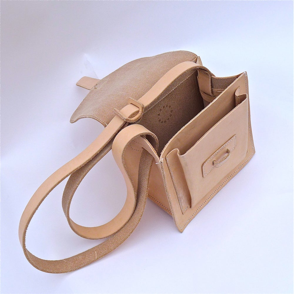 Image of Sac .5  A Crossbody: Natural, Whiskey, Navy, Black, Red