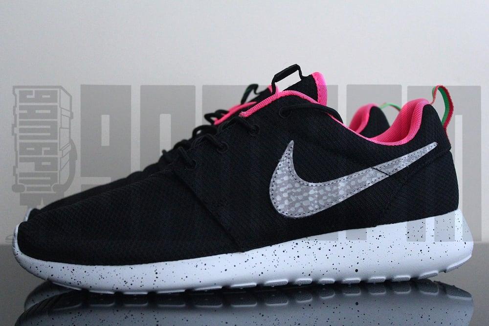 "Image of Nike ROSHE RUN SIZE? EXCLUSIVE ""URBAN SAFARI"" BLACK"