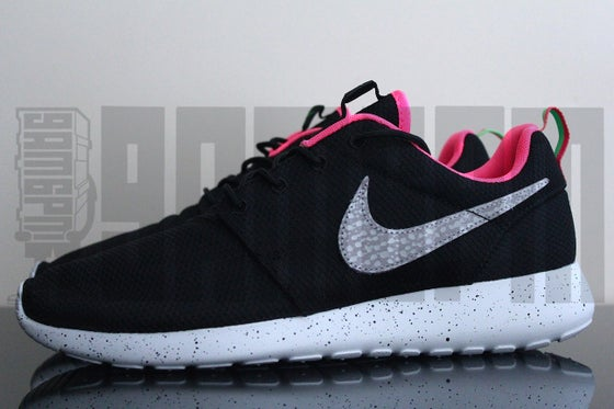 "Image of Nike ROSHE RUN SIZE? EXCLUSIVE ""URBAN SAFARI"" BLACK"