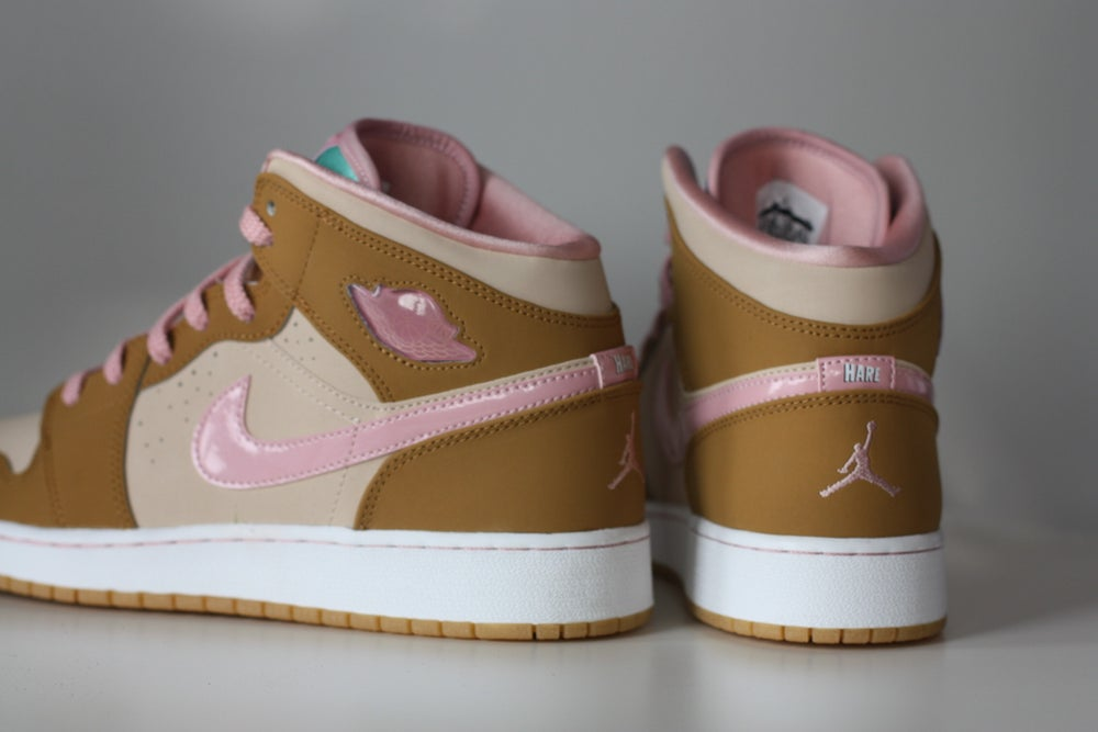 "Image of AIR JORDAN RETRO 1 ""LOLA BUNNY"" GS"