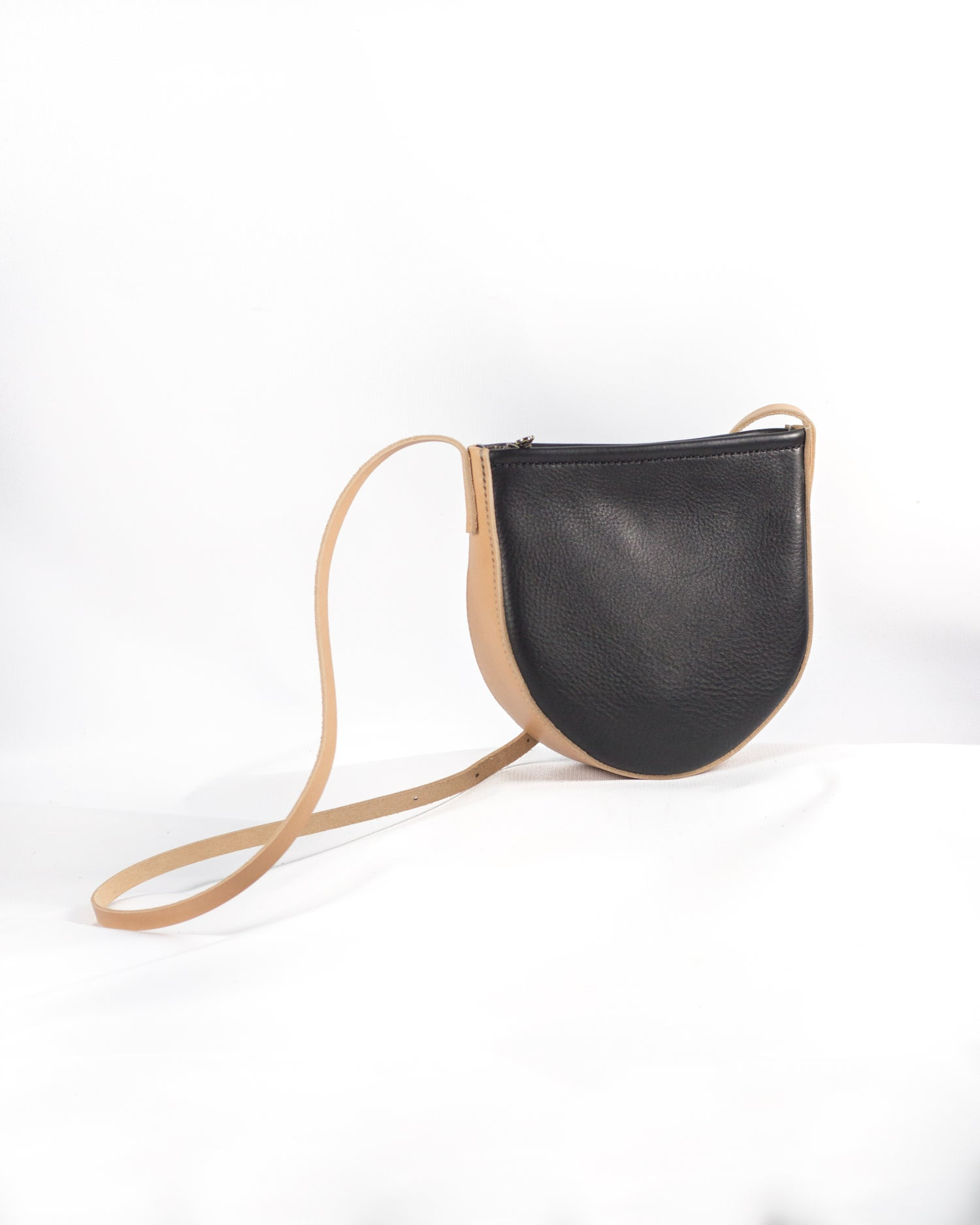 Image of Round Crossbody in Black