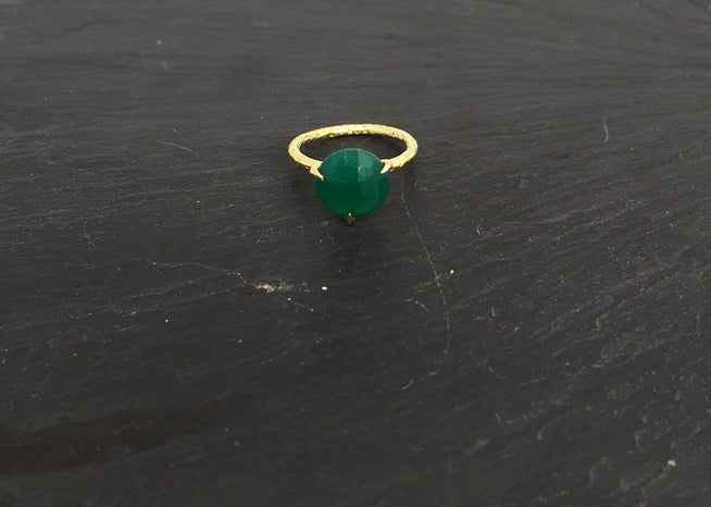 Image of Clawring fancy cut in brass with a green onyx