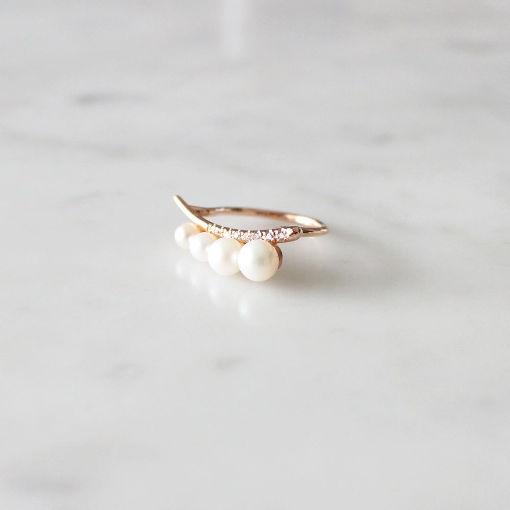 Image of 4 Pearls Dewy Orchid Ring