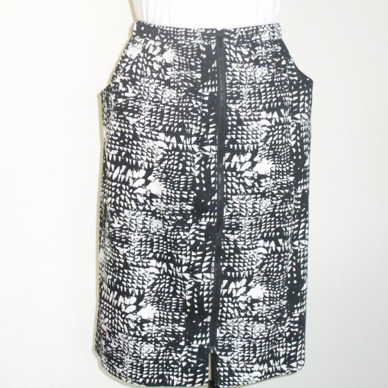 Image of Bl & Wh Print Sit 'n' Zip Skirt