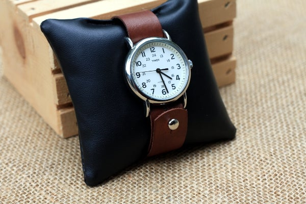 Image of Button Stud Watch Strap in Hand-Dyed Vegtan