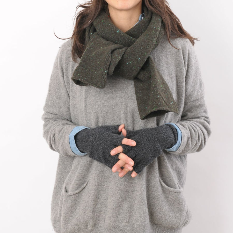 Image of Soft Tweed Cashmere Mix Scarf in Green